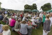 Essen Kettwig - Zweites Seerosenfest - Stausee - Uferpalais (130713-seerosenfest-009.jpg)